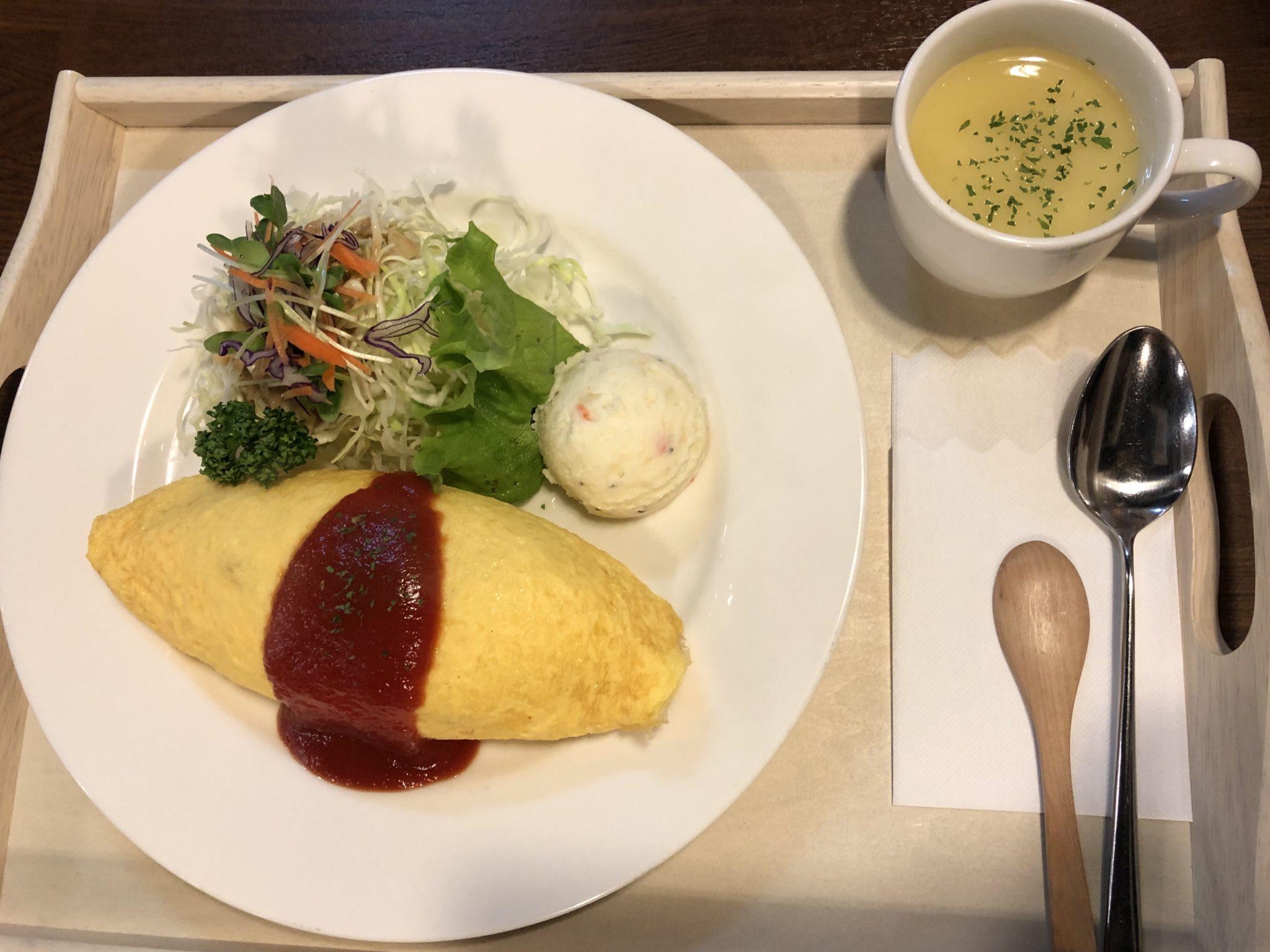 洋食屋さんのオムライス(サラダ・スープ付き)
